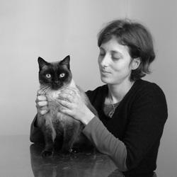 Sarah Debin, docteur vétérinaire ostéopathe canin, félin et équin du cabinet Naturovet